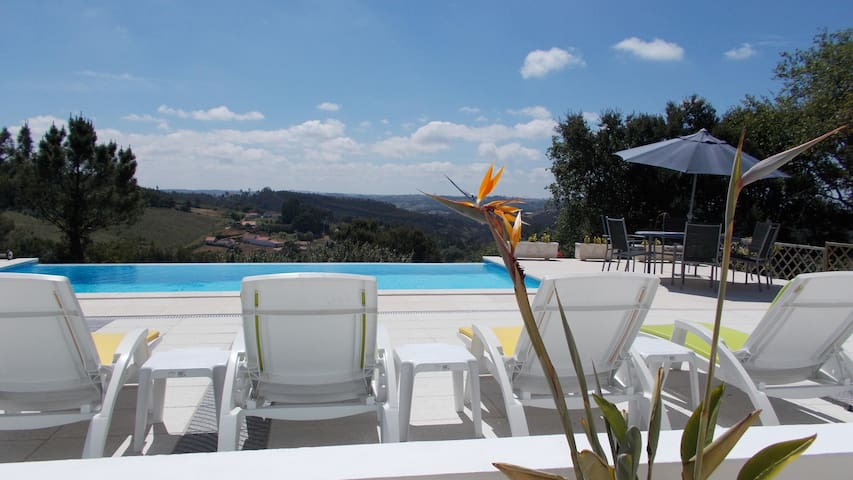 Luxury Apartment with shared infinity pool - Salir de Matos - Flat