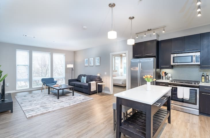 Kasa | Atlanta | Luxurious 2BD/2BA Apartment in Midtown