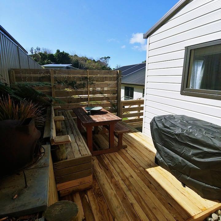 Quiet and cosy - close to CBD, coast and country