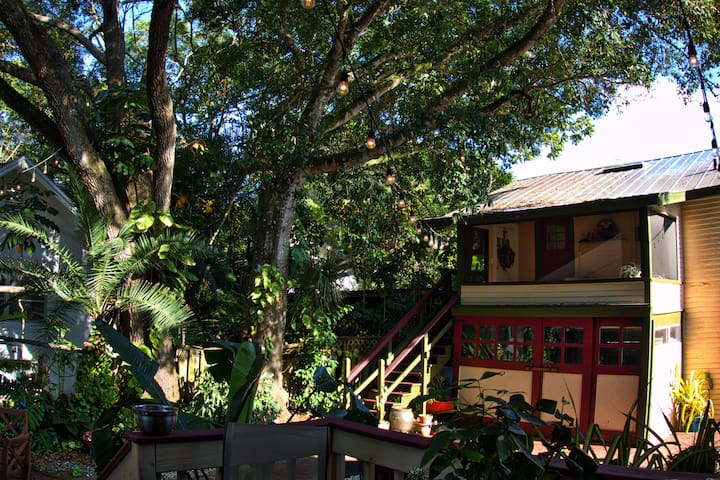 Charming 1920's Carriage house - Fort Myers - Bungalov