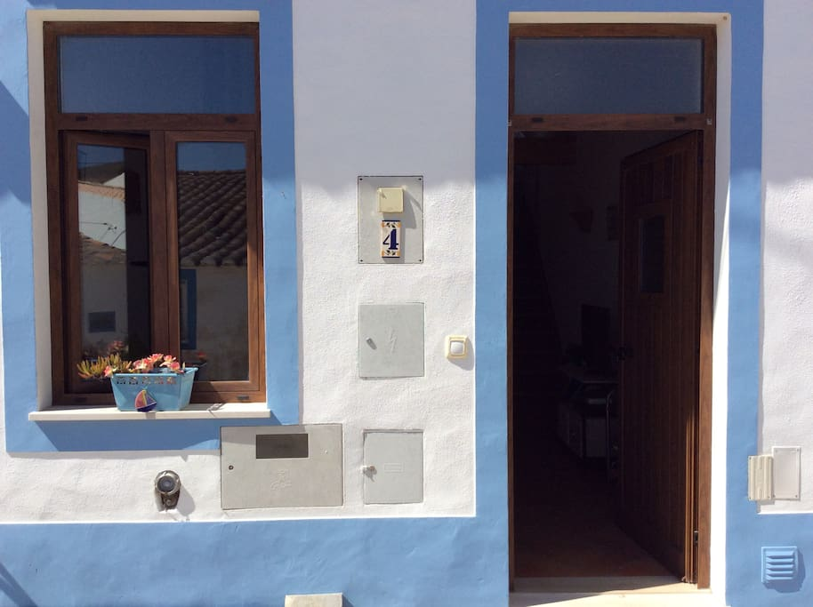 Welcome to Casa Aurora  a traditional townhouse modernised to provide open plan accommodation for 2- 4 guests .