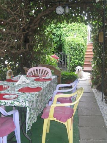 Nel Giardino di Alice B&B 40euro per person Agosto - Gavorrano - Bed & Breakfast