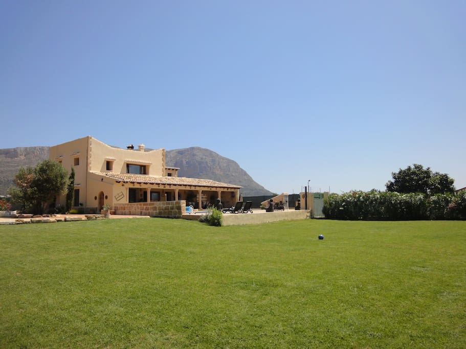 Superb large spanish country house villas for rent in for Spanish country houses