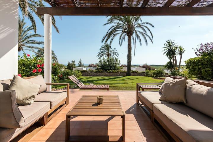 Modern design small villa. - Torre Soli Nou