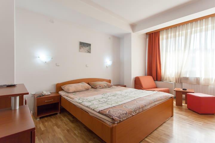 Diplomat - double / single room - Ohrid - Bed & Breakfast