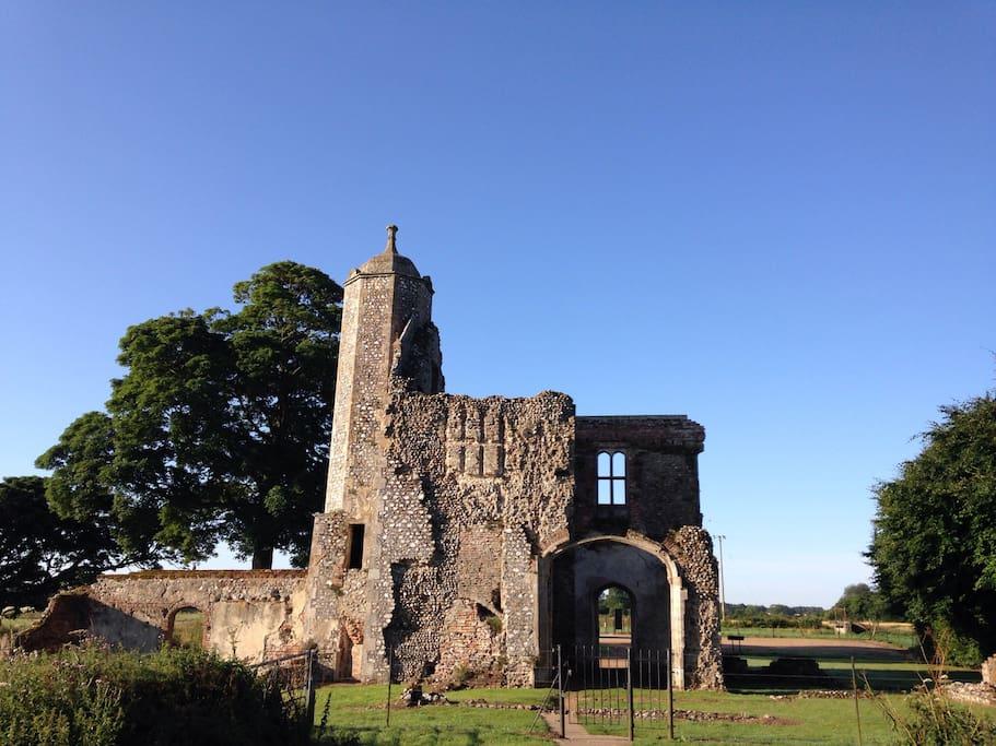 Baconsthorpe Castle 5 minute walk away!