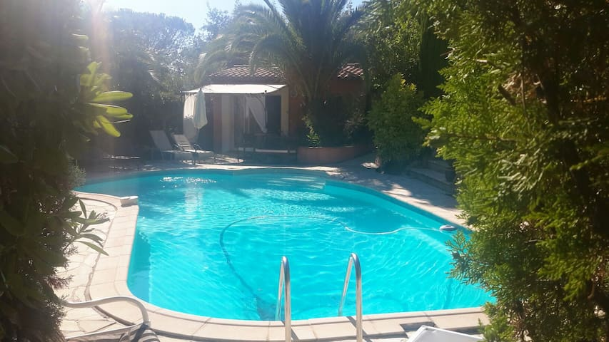 Guest house minutes from St Tropez - Gassin - Huis
