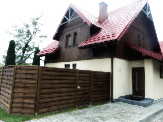 Zacisze Muszyńskie- domek z apartamentem i ogrodem - Muszyna