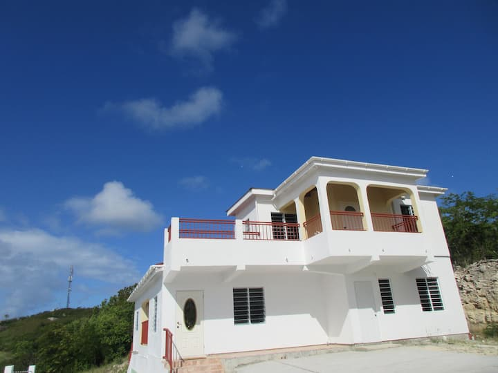 spacious Horizon House on the Hilltop