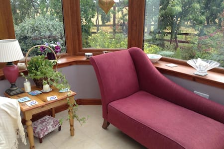 Cosy cottage 1/2 mile from Tain - Tain - Bed & Breakfast