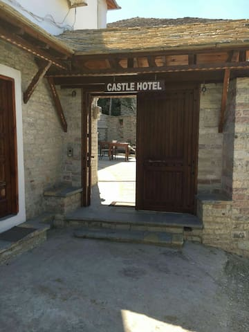 Castle Hotel 12 - Gjirokaster - Bed & Breakfast