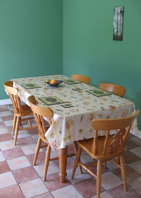 Bright, spacious area to have breakfast