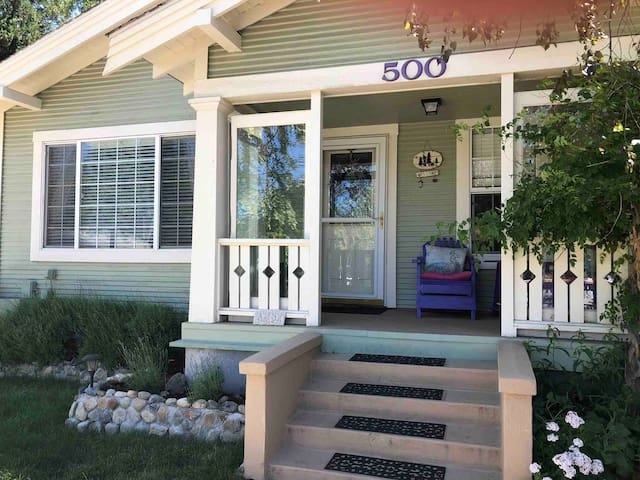 FALL* SUN-THUR $109.00 Downtown Mt Shasta/Licensed