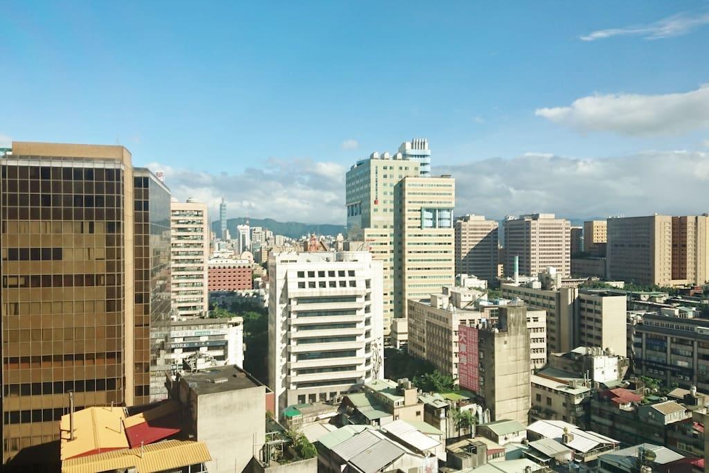窗外城市景觀非常漂亮,適合觀看Taipei 101煙火。