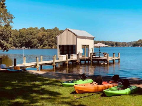 Waterfront 4 bedroom with private beach and pier