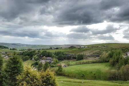 Lodge with driveway parking and stunning views - Diggle - アパート