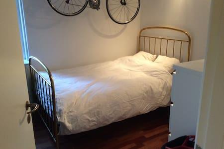 Hyggelig lejlighed med have & grill - Charlottenlund