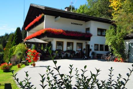 Salzburg Alpenferien hostel Sonnhof - Szoba reggelivel