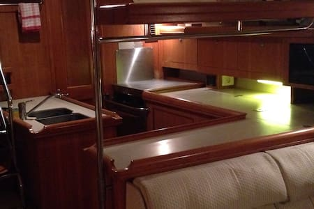 luxury Yacht double cabin - Gibraltar