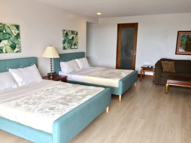 Spacious & Bright, sleeps 7,view, fiber optic wifi - Cebu City - Huis