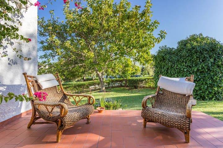Sunny Beach Villa in Private Condo2 - Santa Luzia - Rumah tumpangan alam semula jadi