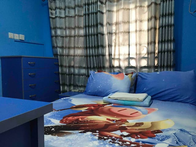 Superbly comfortable Queen sized imported spring bed.  Wifi  Work table and chair Smart Tv  Heater  Air conditioner  Fan Electric kettle  Fridge Etc, etc, etc. @ Ogudu GRA