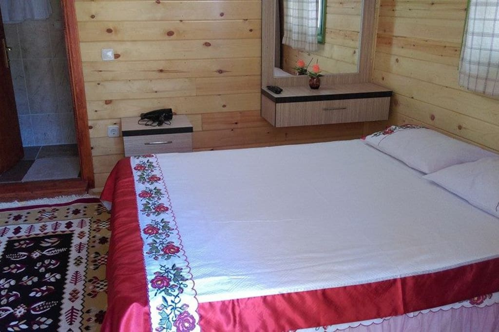 Çift kisilik yatak