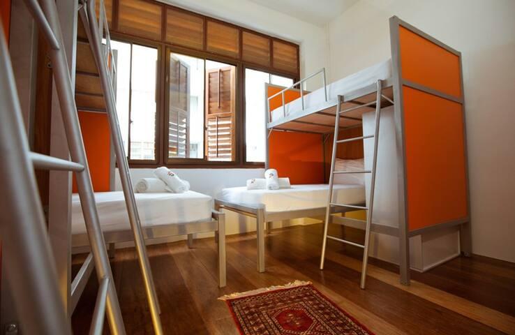 SIOK HOSTEL-MIXED 8-BEDS DORM-Z - จอรจ์ทาวน์ - ที่พักพร้อมอาหารเช้า