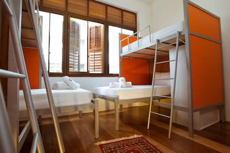 SIOK HOSTEL-MIXED 8-BEDS DORM-Z - George Town - Bed & Breakfast