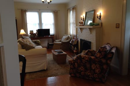 Charming Home in Roanoke City - 羅諾克