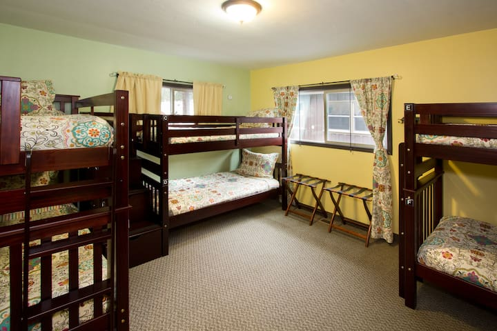 MODERN HOSTEL- Bunk Bed In Mixed Dormitory Room