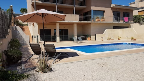 2 Bedroom apartment with shared swimming pool
