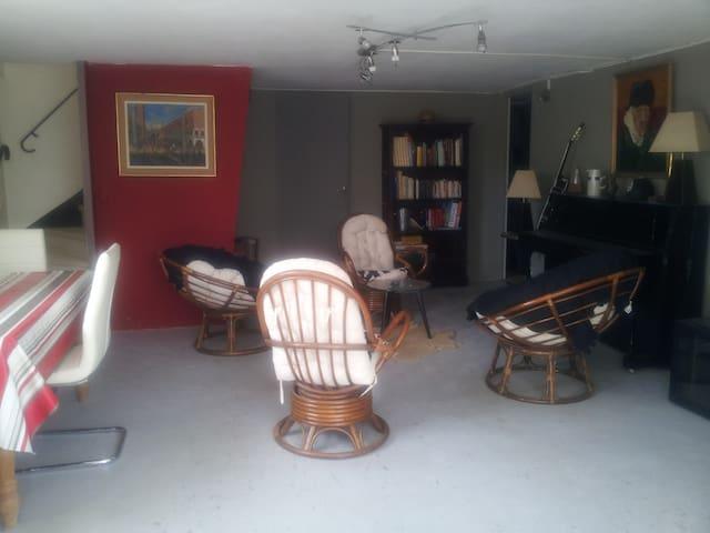 appartement dans une maison habitee - Orange - Talo