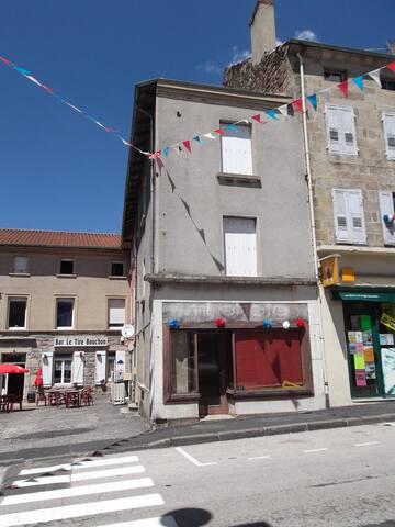 sur le chemin de compostelle - Montfaucon-en-Velay - House