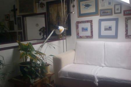 lichte zolderruimte, eigen badkamer - Wikt i opierunek