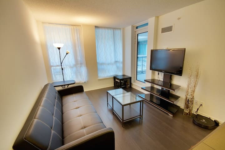 1B Condo near Airport and TTC Bus Stop! - Toronto - Apartment