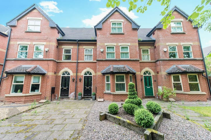 Stunning 4 Bed Superhouse sleeps 10 - Bolton
