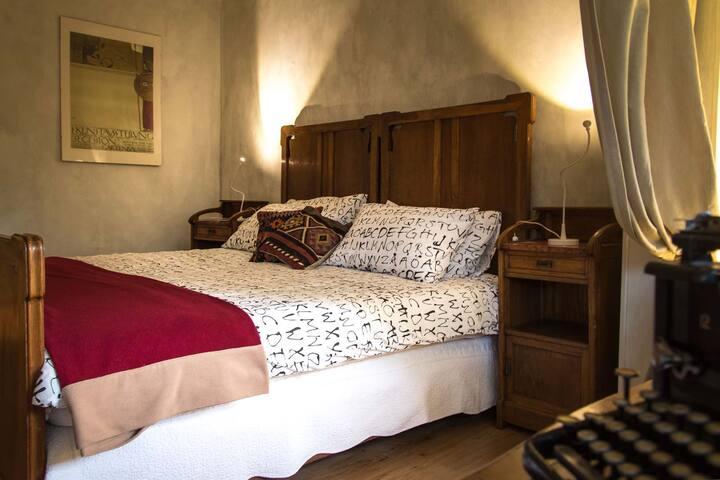 elegante camera con bagno dedicato