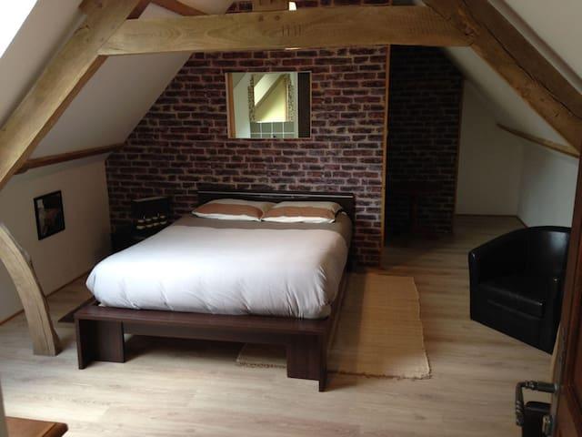 rêvedelac chambre loft - Brêmes - Aamiaismajoitus