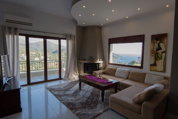 Sea view & mountain view 3 bedroom house free WiFi