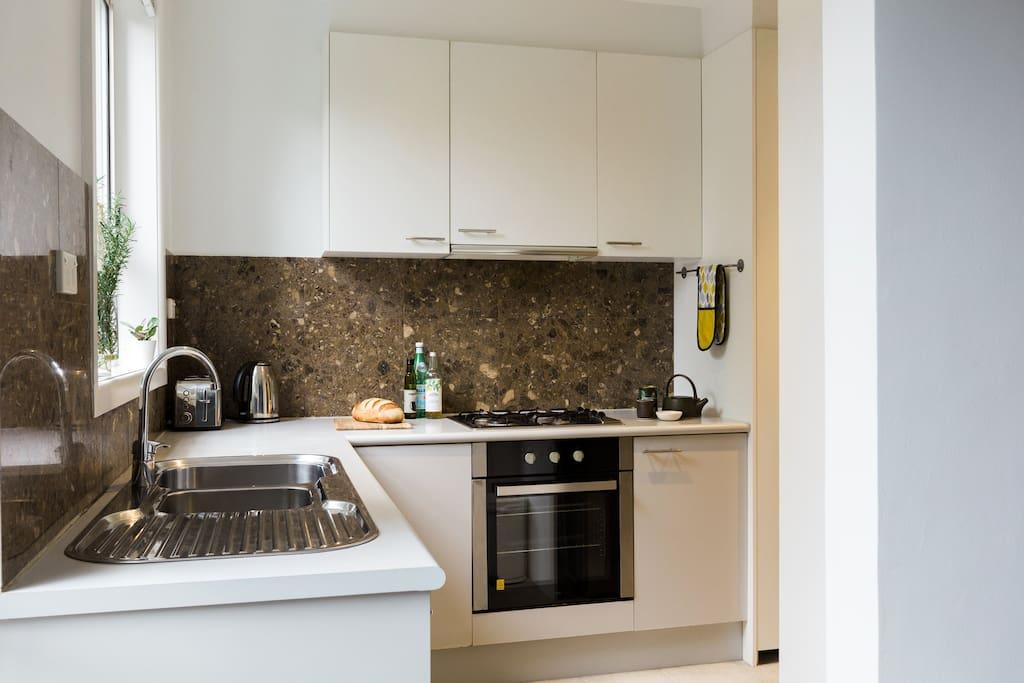 Fully equipped kitchen w organic basics