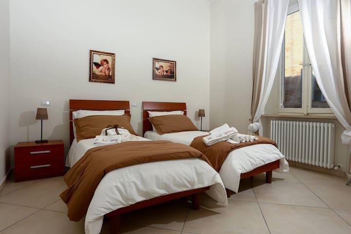 A DUE PASSI LORETO doppia con 2 letti o matrimonia - Loreto - Appartement