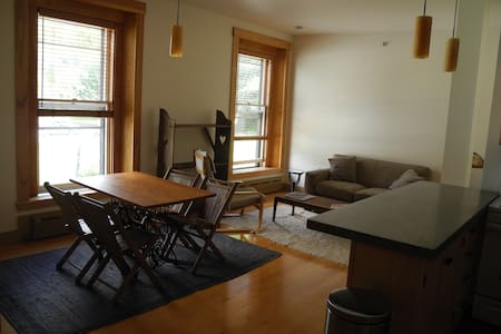 Historic Vacation Rental - Third floor apt. - Hardwick