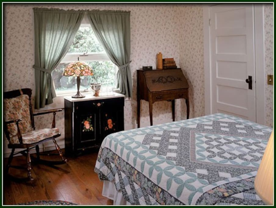 Across the hall from the Chartwell the Royal Scot also enjoys a queen size bed, large private bath with tub and shower, and a sunny garden view.