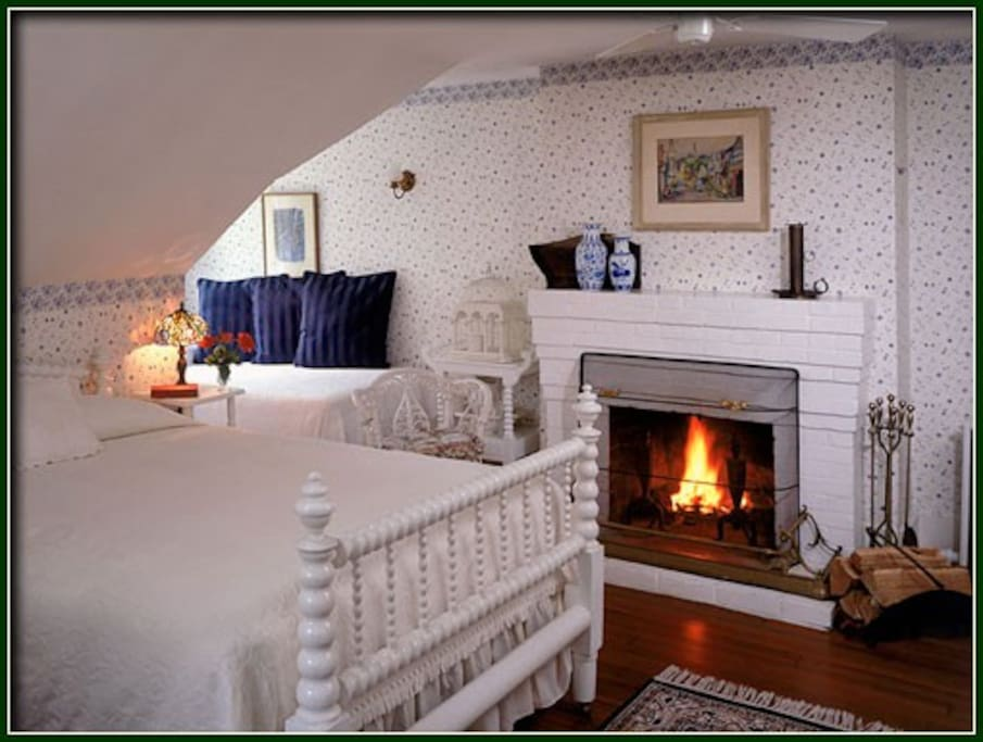 A twin of the Bristol suite the York enjoys plenty of sun, overlooks our peaceful gardens and has a partial view of the harbor beyond. Other features include a queen size bed, a wood burning fireplace and private bath with tub and shower.