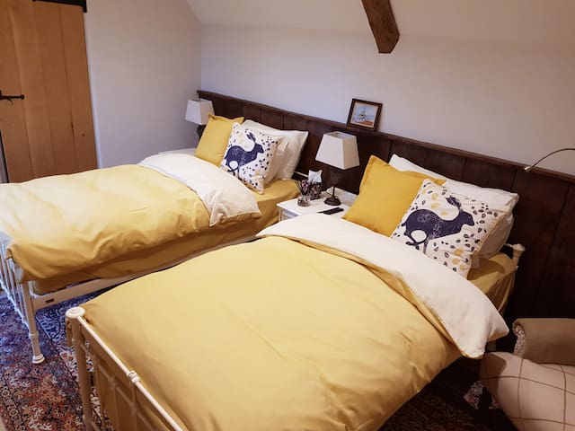 Keepers Cottage - The Wiveton Room