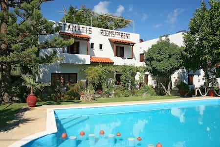 Summer Lodge single room in Crete - Platanias