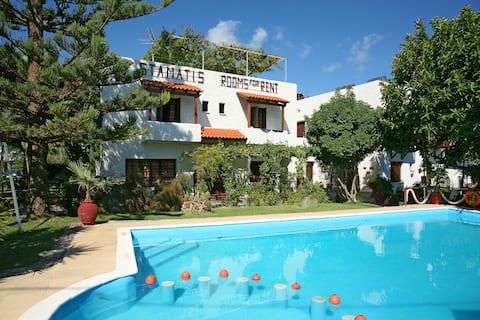 Summer Lodge single room 1 (weekly rental)