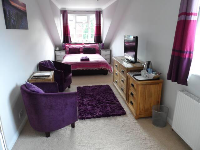 May Fields GH Thames Room (en-suite)