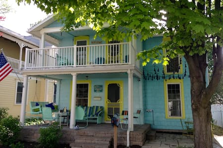 Adorable Lakeside Chautauqua Cottage sleeps 8! - Lakeside Marblehead - Casa